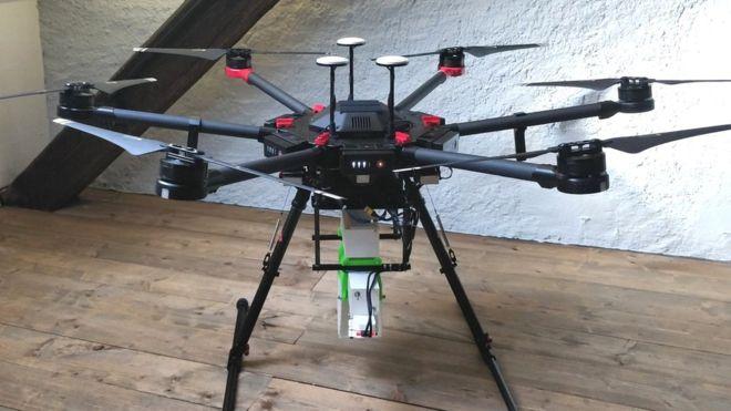 Drones servant à transporter des milliers de moustiques - WeRobotics